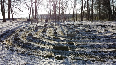 Labyrinth_in_snow
